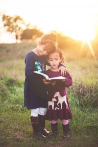 3 Ways Homeschooled Children Learn to Read two girls reading #5SLL #5sensesLL #normalisoverrated #homeschool